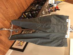 Mens sz 32x30 cargo pants in army Green by Haggar. NEW! FREE